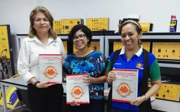 PESIC Entrega Libros en UNITEC